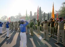Индийские полицейские изучают упражнения Фалуньгун