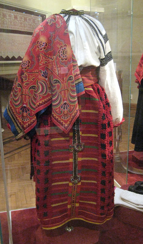Rus_folk_dress_02