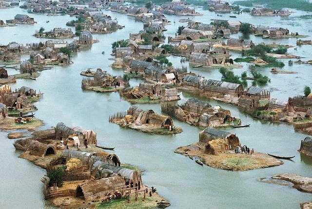 Village_of_the_Marsh_Arabs