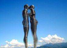 Статуя Нино и Али