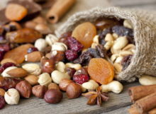 Орехи и сухофрукты.