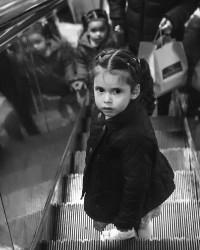 girl_in_metro